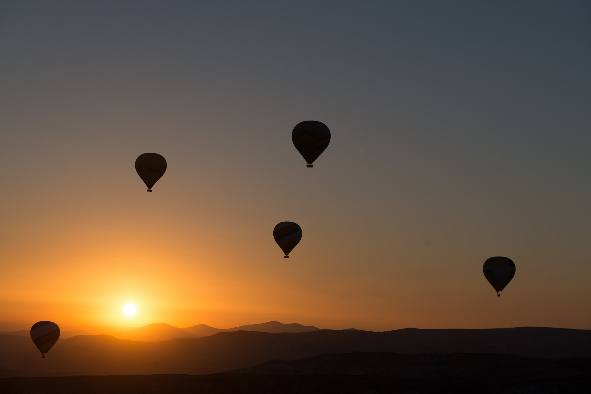 Imagem de Balões subindo, ilustrando a ideia do retorno ao mundo espiritual