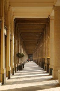 A primeira sede da Sociedade Parisiense de Estudos Espíritas foi na Galeria de Vallois, 35, Palais Royal, Paris