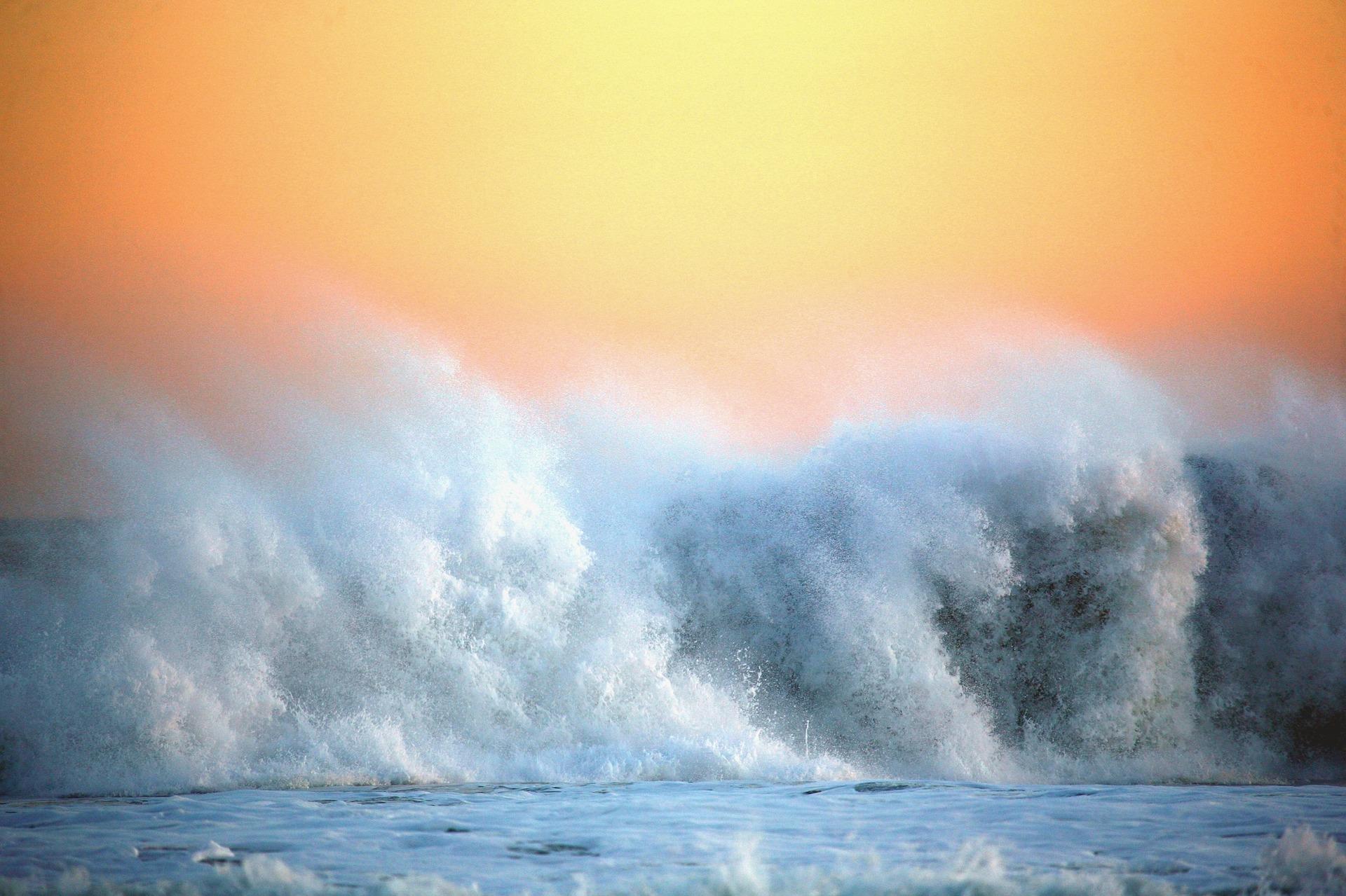 Imagem de uma grande onda no mar